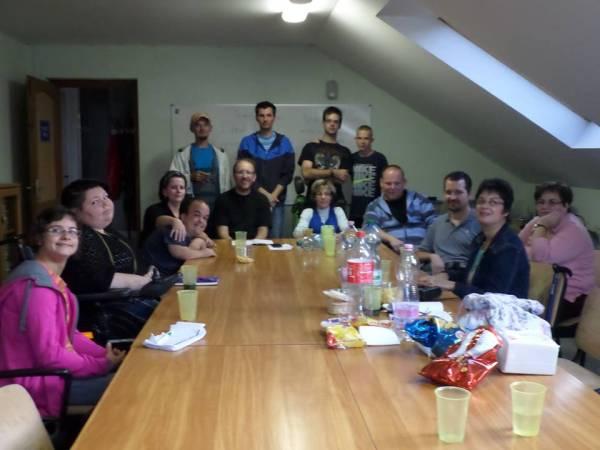 Csoportkép az ifjúsági csoport alakuló gyűlésén (Kaposvár, Iszák utca)