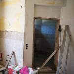 földszinti apartman fürdőszobájának csempézési folyamata